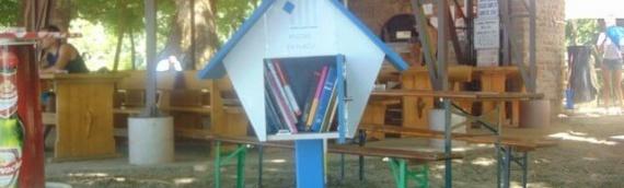 Kućica za knjige na Adi