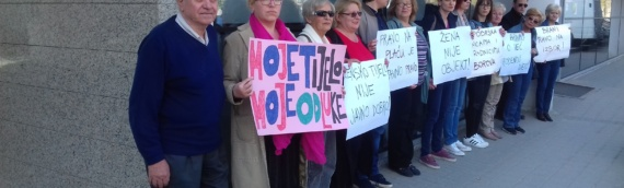 Mirni protest pred vukovarskom bolnicom