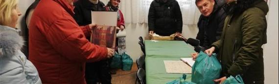 Vukovarski SDSS podelio humanitarne pakete penzionerima u Borovu naselju