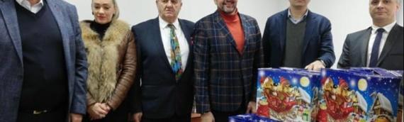 Iz Mačvanskog okruga stiglo 325 poklon-paketića za decu