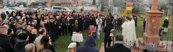U Vukovaru osveštan bogojavljenski krst na obali Dunava
