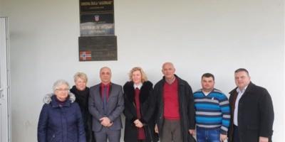 ZVO uručio pakete školskog pribora učenicima koji pohađaju nastavu na srpskom jeziku u Baranji