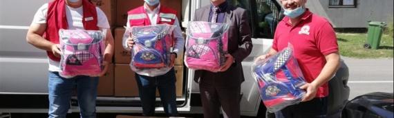 Iz Novog Sada  stigle školske torbe za sve đake prvake u nastavi na srpskom jeziku