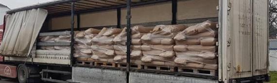 Iz Bobote otpremljena donacija stočne hrane za stradale u zemljotresu