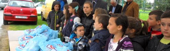 Borovski SDSS podelio 100 slatkih paketića za decu