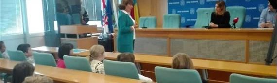 Međunarodna nedelja deteta: Mališani dečjih vrtića posetili vukovarsku gradsku upravu