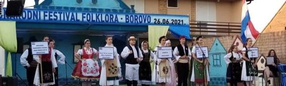 Na Međunarodnom festivalu folklora u Borovu svoju kulturu i tradiciju pokazali Srbi, Mađari i Bošnjaci