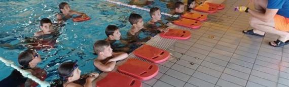 Na bazenima u Borovu naselju počela plivačka obuka za decu iz DVD-a Borovo